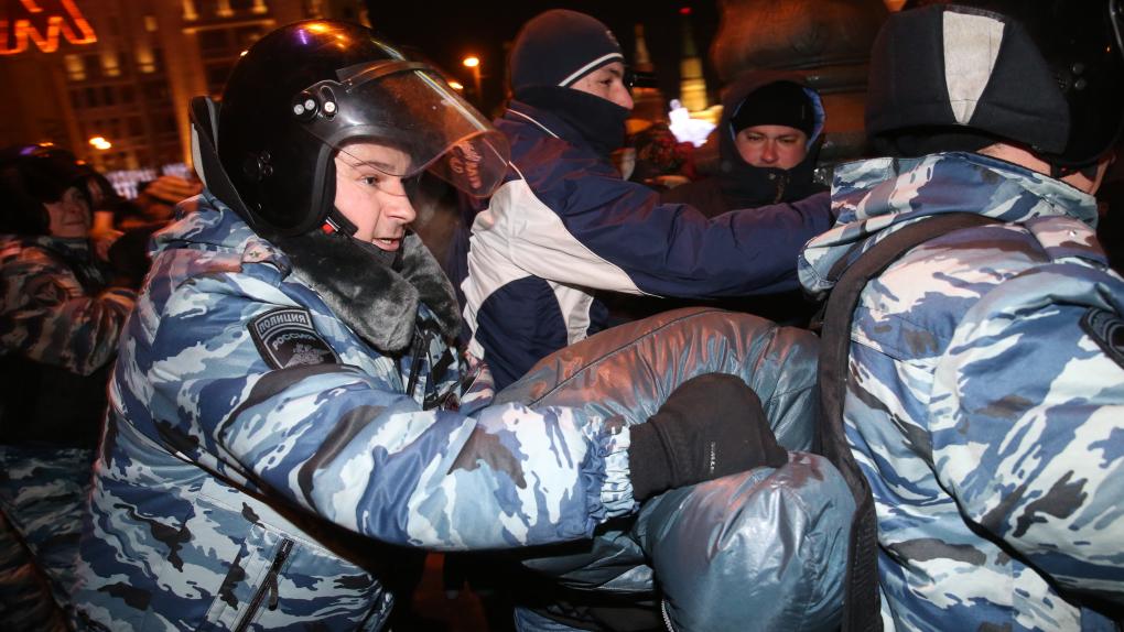 Во время задержания участников несанкционированной акции в поддержку братьев Олега и Алексея Навальных