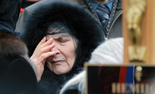 Мать Бориса Немцова Дина Эйдман на похоронах политика