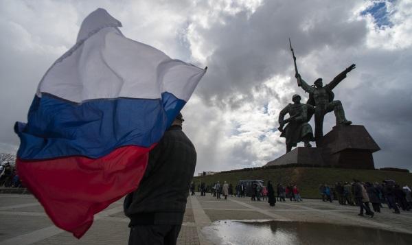 Участники праздничных мероприятий в Севастополе, посвященных присоединению Крыма к России