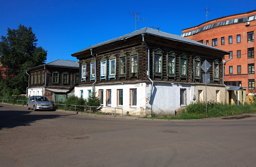 Старые и современные дома Омска