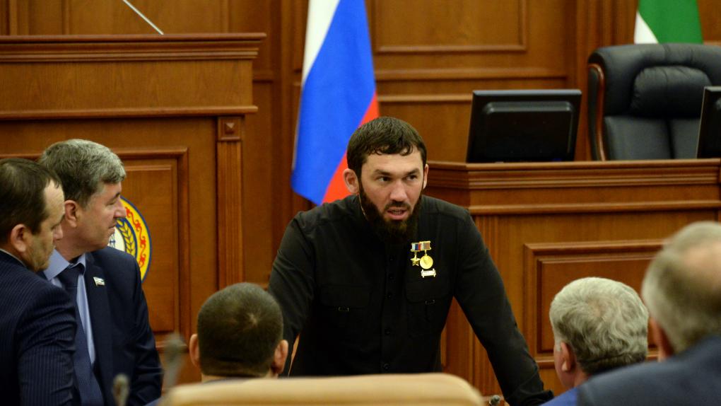 Председатель парламента Чеченской республики Магомед Даудов на заседании парламента Чеченской республики