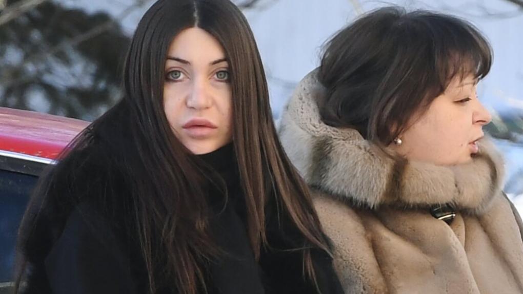 Мара Багдасарян (слева)