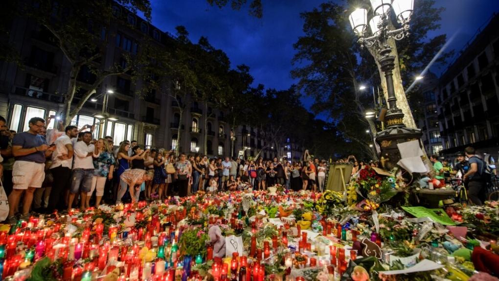 Акции памяти жертв теракта в Барселоне
