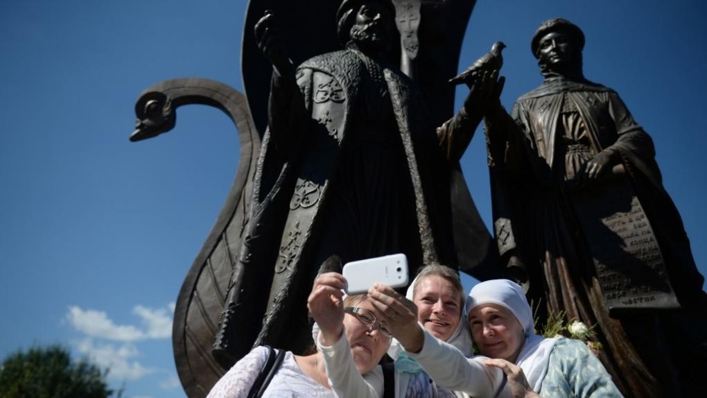 Памятник Петру и Февронии Муромским в Екатеринбурге.