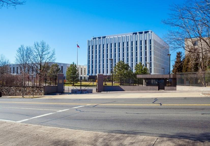Здание посольства Российской Федерации в Вашингтоне.
