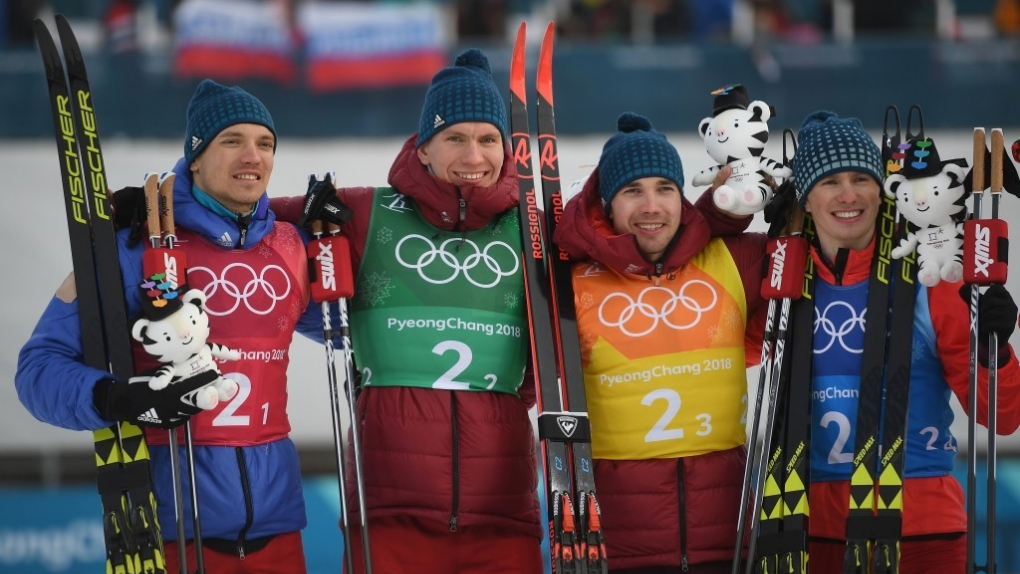 Александр Большунов (второй слева) и Денис Спицов (крайний справа).