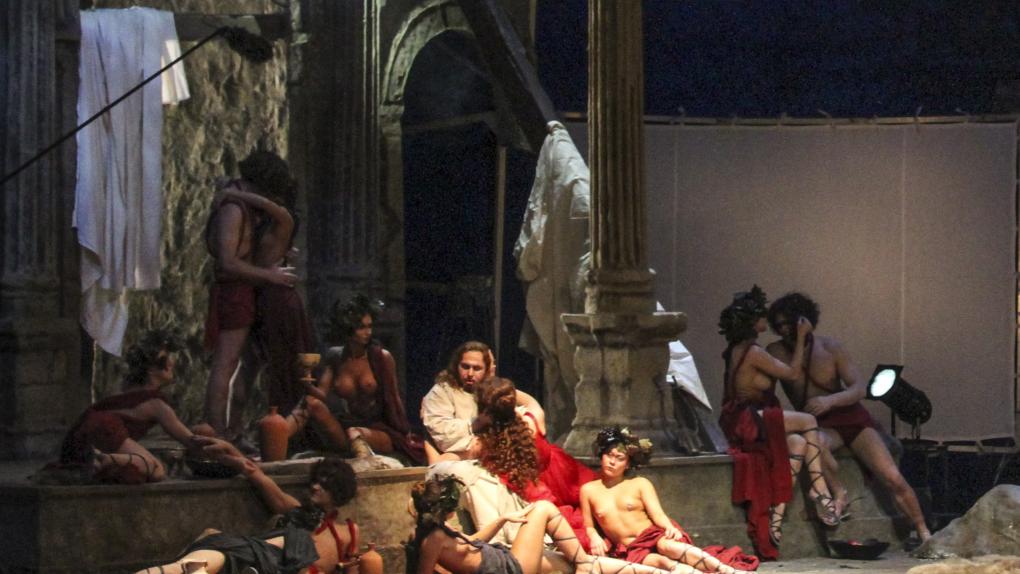 """Сцена из оперы Рихарда Вагнера """"Тангейзер"""", поставленной режиссером Тимофеем Кулябиным на сцене Новосибирского театра."""