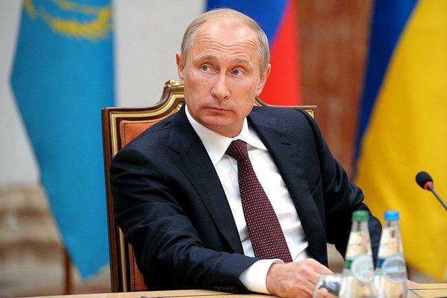 Владимир Путин на переговорах в Минске
