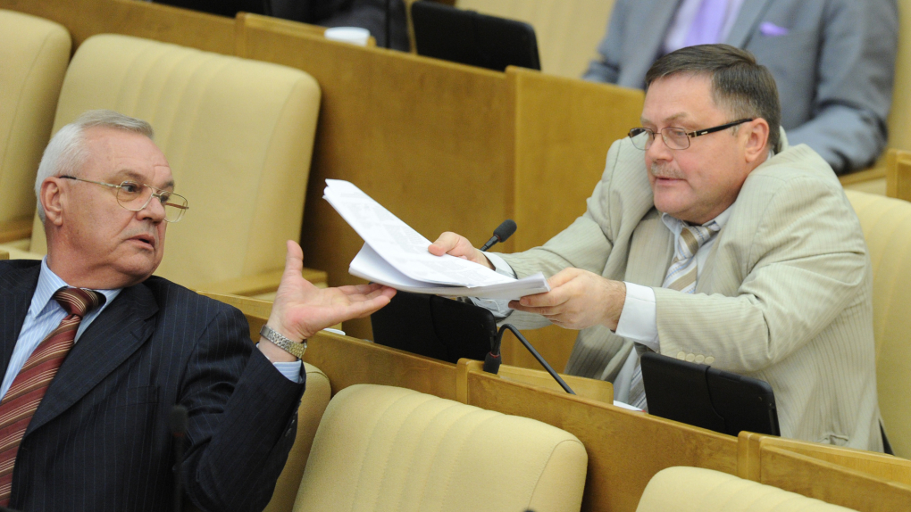 Вадим Соловьев на фото справа