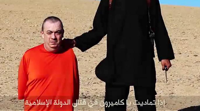 Кадр видеозаписи убийства Алана Хеннинга