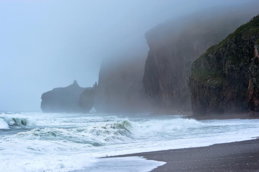 Шторм на побережье Японского моря