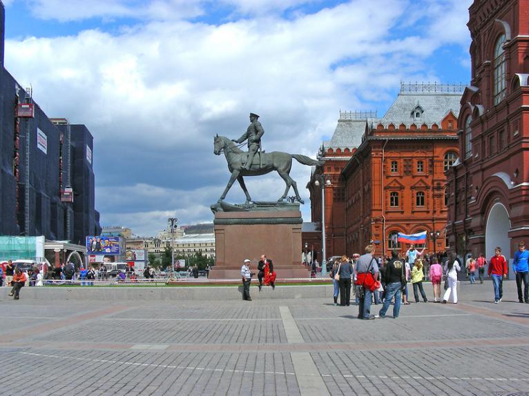 Памятник Георгию Жукову в Москве