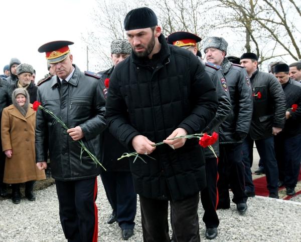 Руководитель администрации главы и правительства ЧР Магомед Даудов (на первом плане)