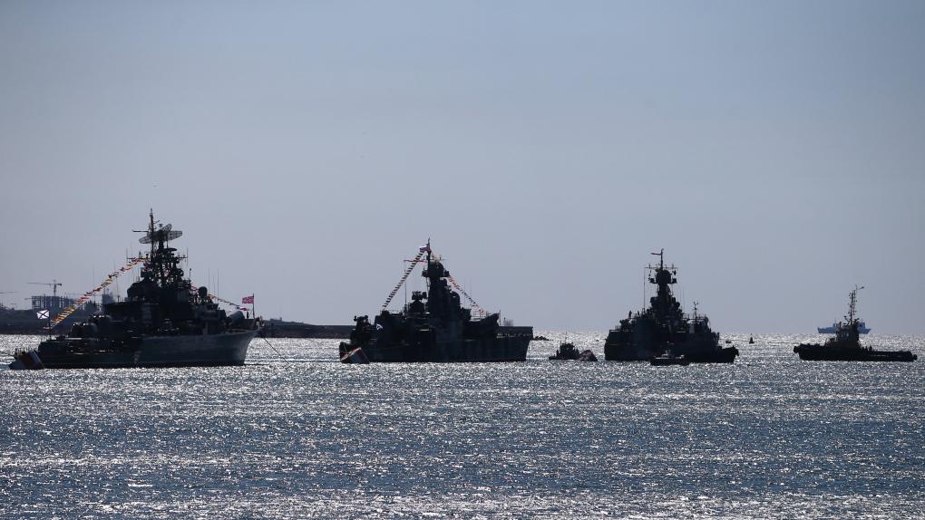 Корабли Черноморского флота РФ во время репетиции Парада Победы