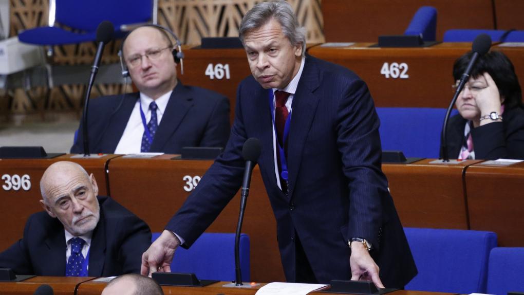 Председатель комитета Госдумы РФ по международным делам Алексей Пушков (в центре) выступает на пленарном заседании ПАСЕ