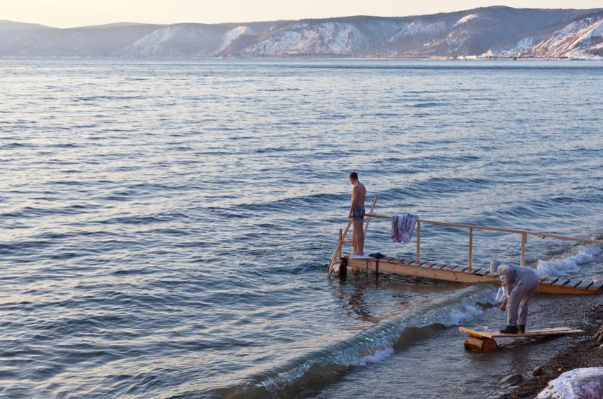 Купание на Крещение в Байкале