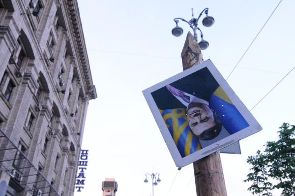 Портрет Виктора Януковича на площади Независимости в Киеве