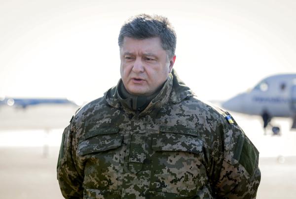 Петр Порошенко в ходе поездки в Донбасс