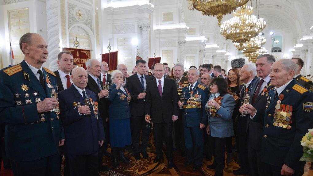 Президент РФ вручил ветеранам Великой Отечественной войны юбилейные медали / 20.02.2015