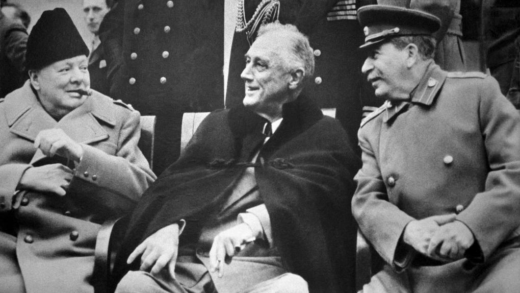 Ялтинская конференция 1945 года. На снимке (слева направо): Уинстон Черчилль, Франклин Рузвельт и Иосиф Сталин