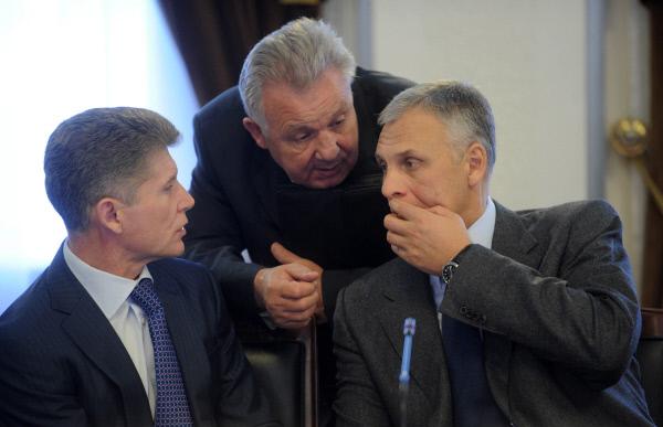Слева направо: Олег Кожемяка, министр по делам Дальнего Востока Виктор Ишаев и Александр Хорошавин (фото 2011 года)