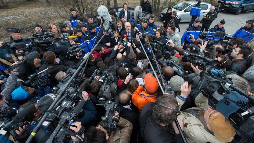 Прокурор Брис Робен выступает перед журналистами