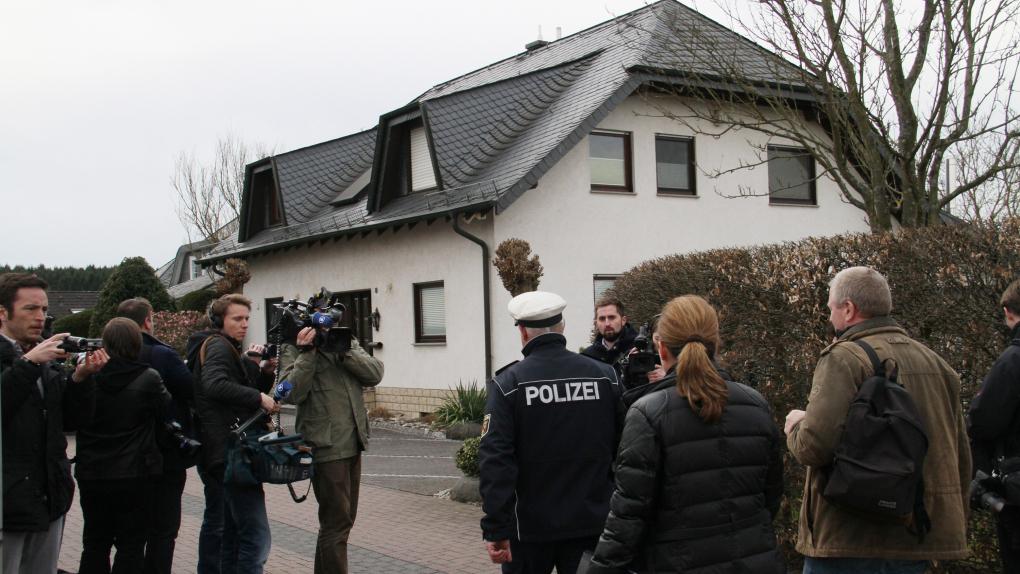 Полиция в Монтабауре, где расположен дом родителей Любица