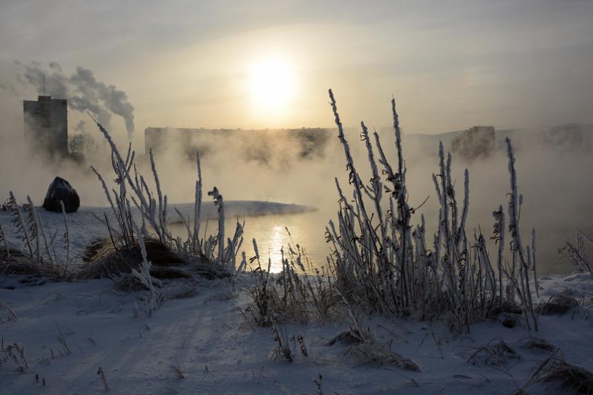 Красноярск зимой. Вид на промышленный район
