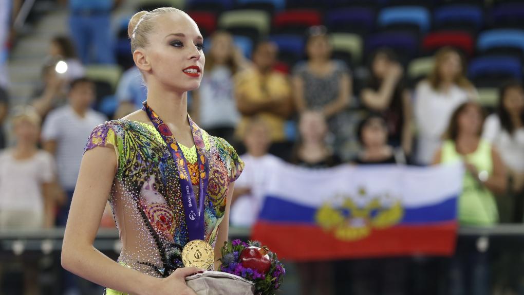 Яна Кудрявцева, завоевавшая золотую медаль во время соревнований по художественной гимнастике