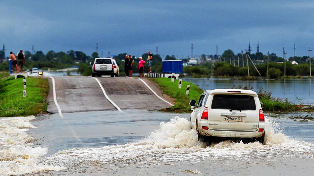 """Река Раздольная, вышедшая из берегов после тайфуна """"Гони"""" в районе села Абрамовка"""