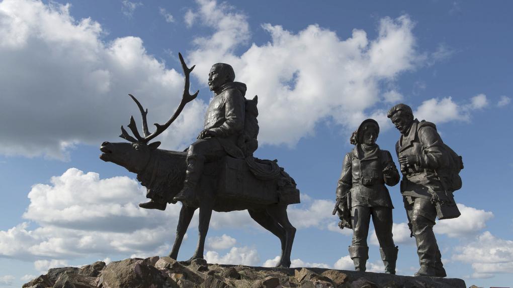 . Памятник первопроходцам на территории мемориального комплекса