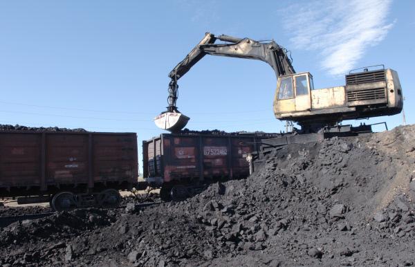 Погрузка бурого угля на угольном разрезе