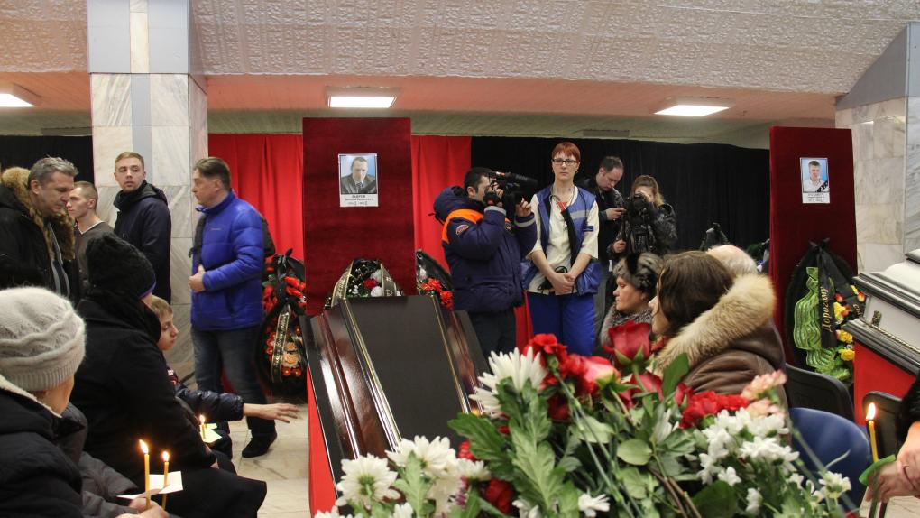"""Церемония прощания с шахтерами, погибшими в результате аварии на шахте """"Северная"""", в спортивном комплексе """"Олимп"""" в Воркуте"""