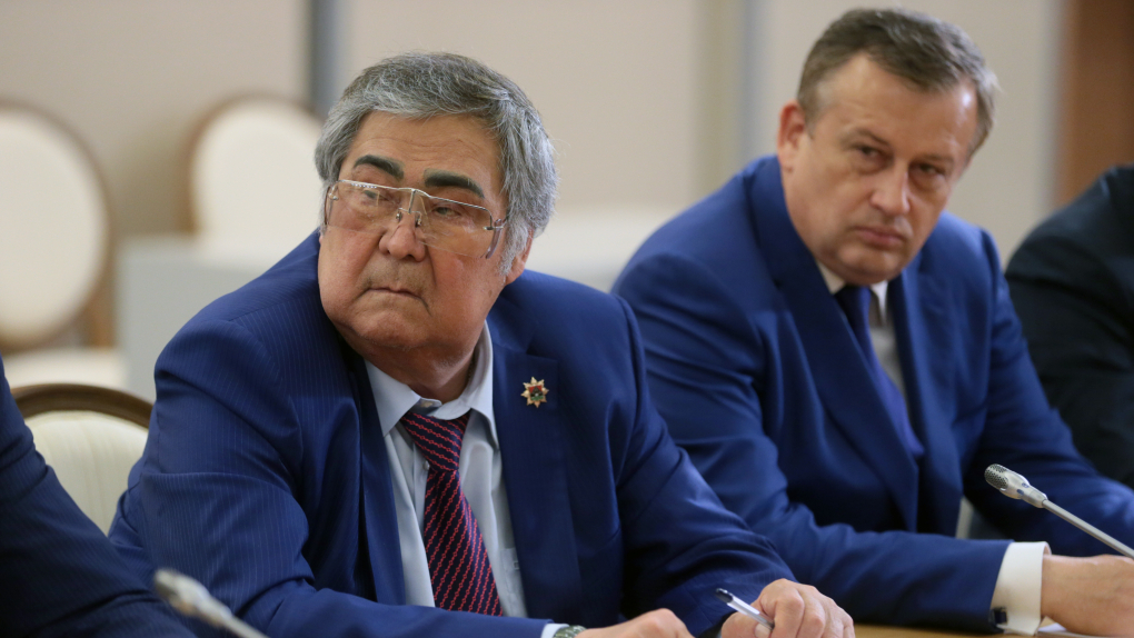 Губернатор Кемеровской области Аман Тулеев и губернатор Ленинградской области Александр Дрозденко (справа)
