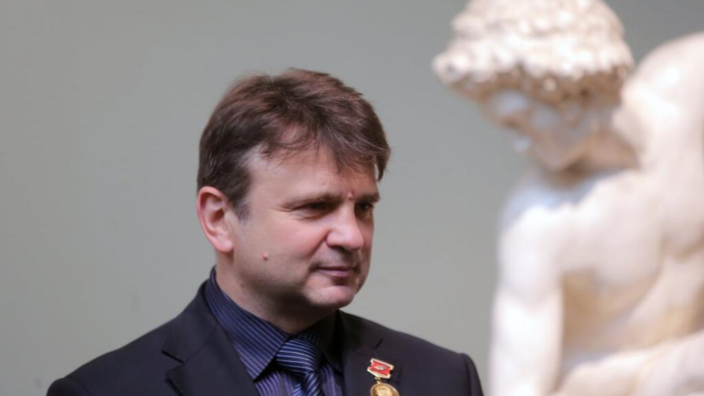 Телеведущий Тимур Кизяков перед началом церемонии вручения Золотой медали имени Льва Николаева выдающимся деятелям науки и культуры