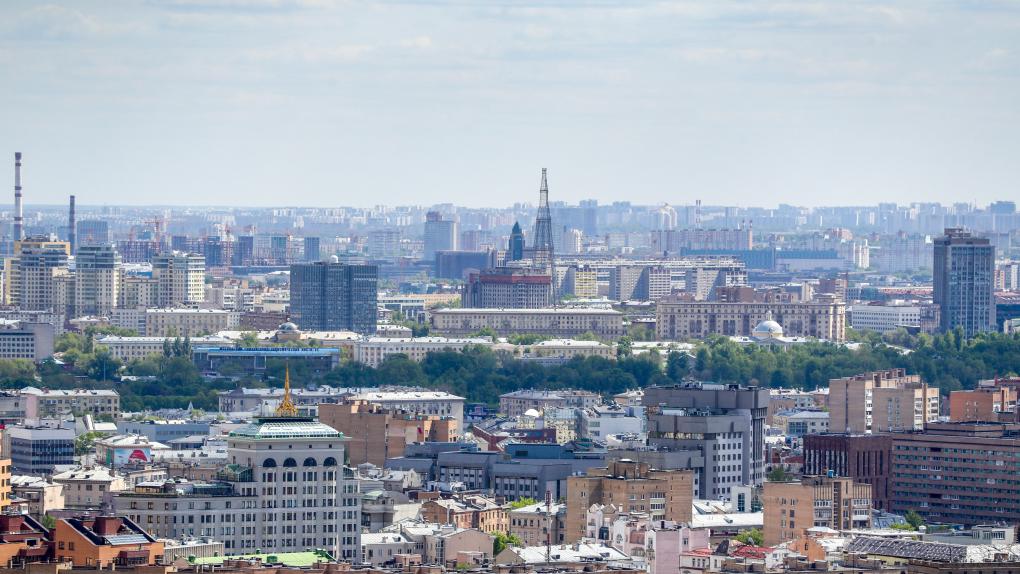 Вид на жилые дома района Хамовники и Шуховскую башню.