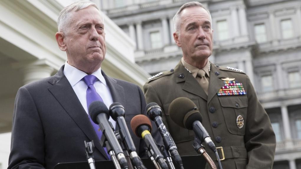 Министр обороны США Джеймс Мэттис (слева) и глава ОКНШ США Джозеф Данфорд