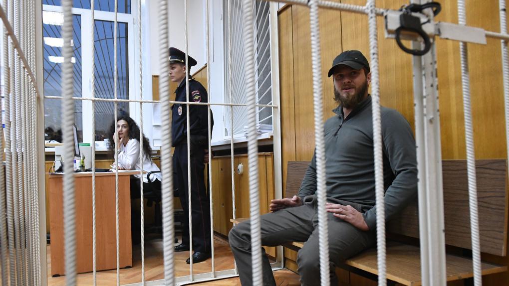"""Брат лидера """"Христианского государства"""" Юрий Калинин, обвиняемый по делу о поджоге машин"""