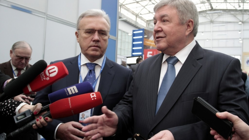 Александр Усс (слева)