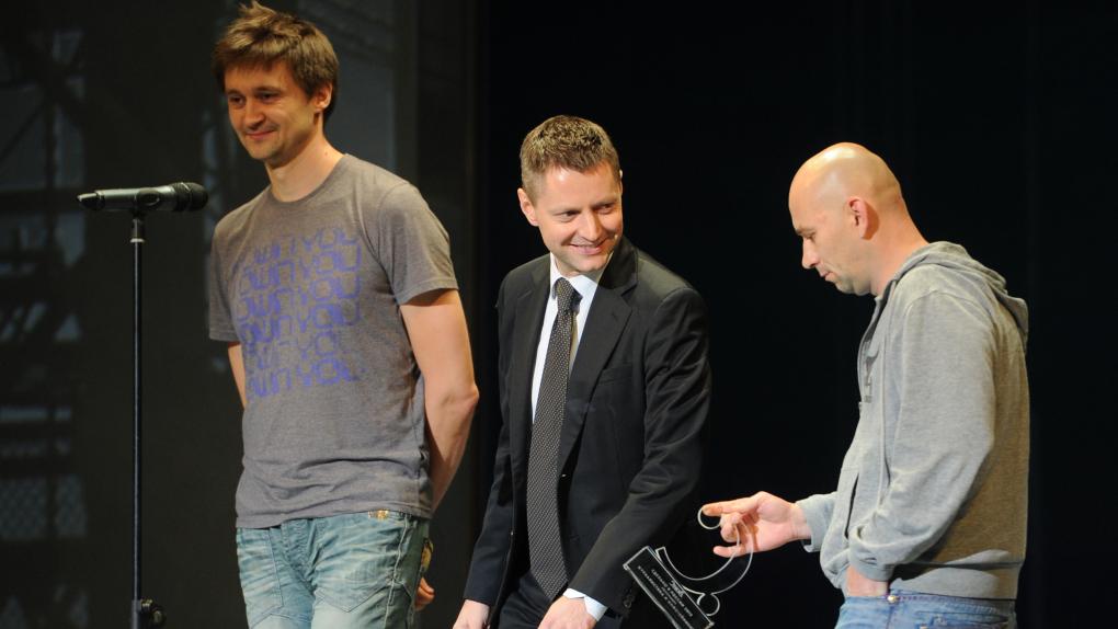 Оператор Павел Костомаров, телеведущий Алексей Пивоваров и режиссер Александр Расторгуев (слева направо).