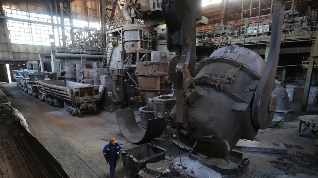 В одном из цехов металлургического завода