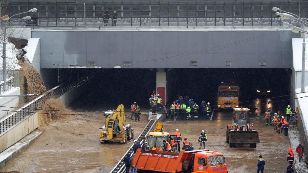 Тушинский тоннель на северо-западе Москвы затопило из-за провала грунта