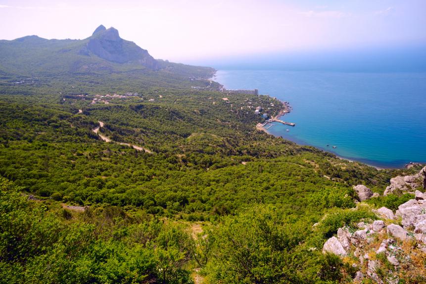 Вид на бухту Ласпи и гору Ильяс-Кая