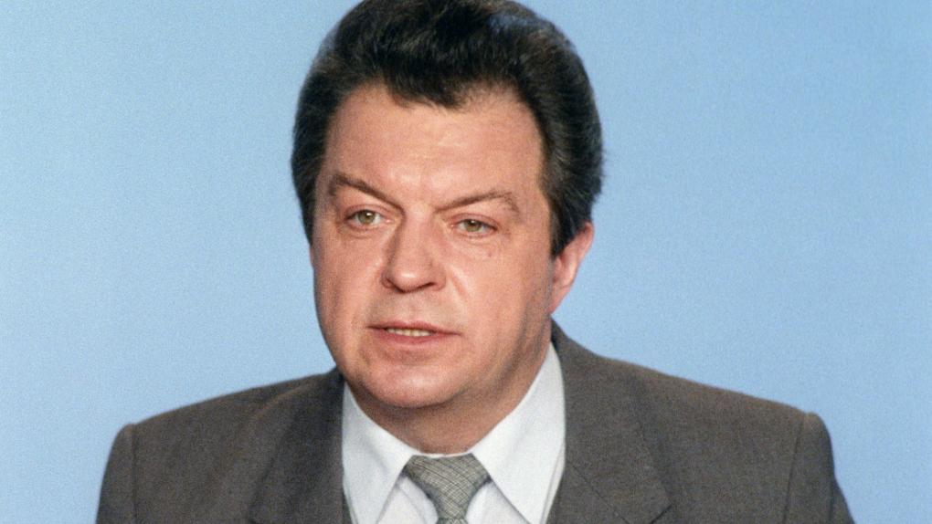 Диктор Центрального телевидения, Заслуженный артист РСФСР Евгений Суслов ведет программу