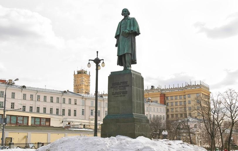 Памятник Н.В.Гоголю (скульптор Н.Томский)
