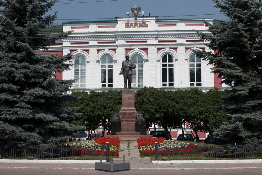 Памятник В.И. Ленину перед зданием администрации города Владимир