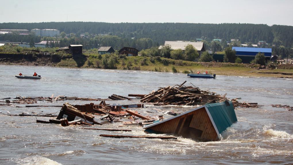 Также вода подмыла левый берег реки Харлахты