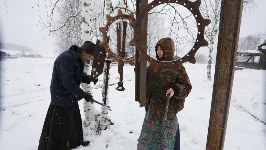 Сектанты, ожидающие пришествия монарха династии Романовых под поселком Ныроб в Пермском крае